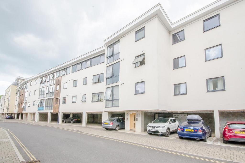 2 Bedrooms Apartment Flat for sale in Clifford Way, Maidstone, Kent