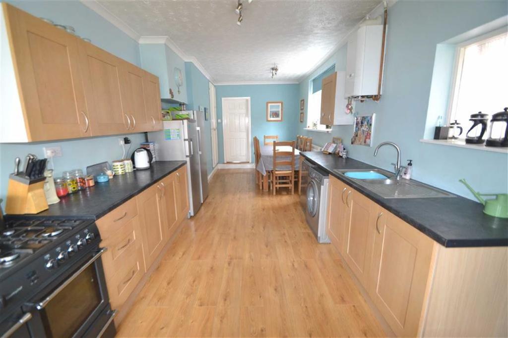 4 Bedrooms Terraced House for sale in Glencoe Street, Hull, HU3