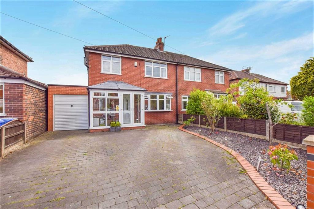 3 Bedrooms Semi Detached House for sale in Leamington Road, Urmston