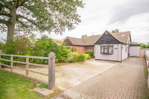 4 bedroom semi-detached bungalow for sale - Hanging Hill Lane, Hutton, Brentwood, Essex, CM13