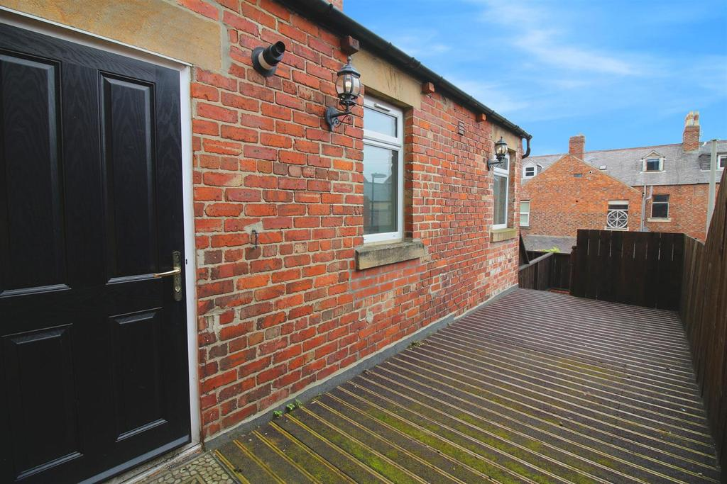 3 Bedrooms Maisonette Flat for sale in Whitley Road, Whitley Bay