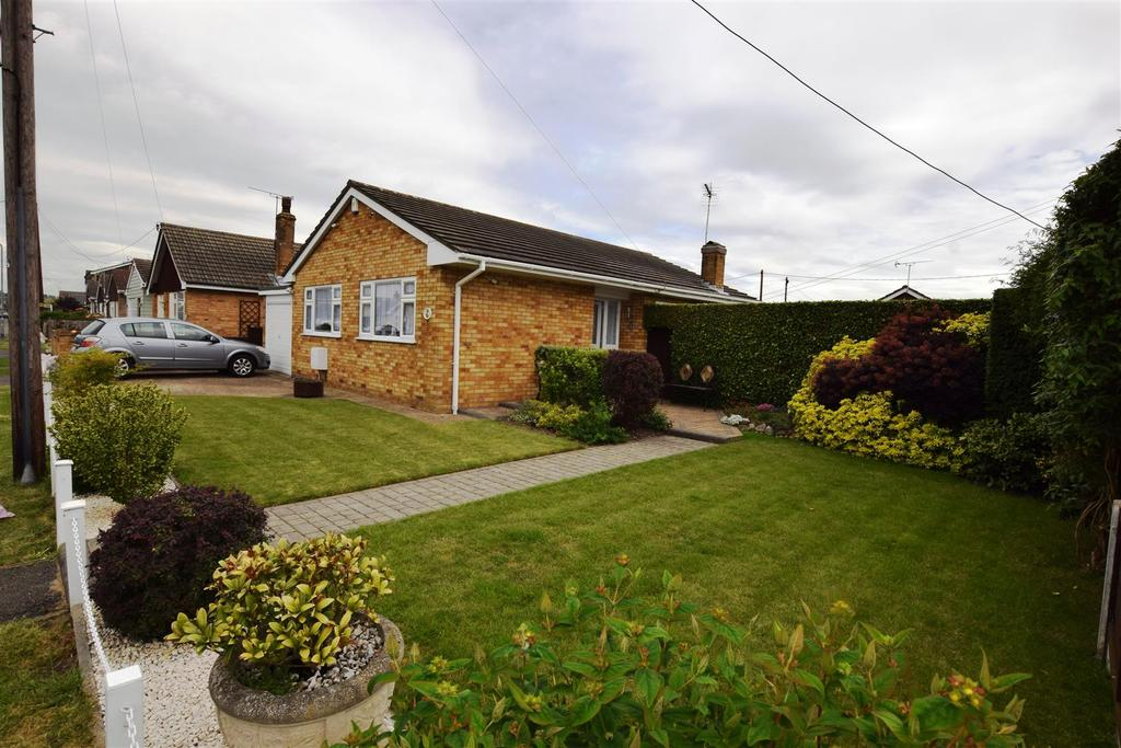 2 Bedrooms Bungalow for sale in Denham Road, Canvey Island