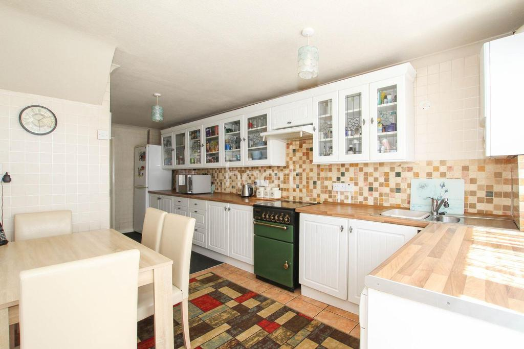 3 Bedrooms Terraced House for sale in The Paddocks, Shephall, Stevenage