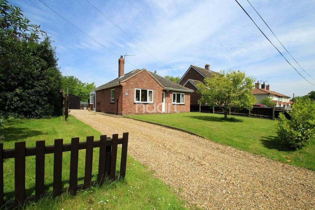 2 Bedrooms Bungalow for sale in Watton Green, Watton