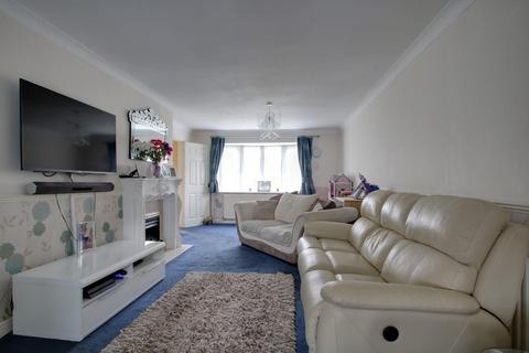 3 bedroom terraced house for sale - Nether Priors, Basildon