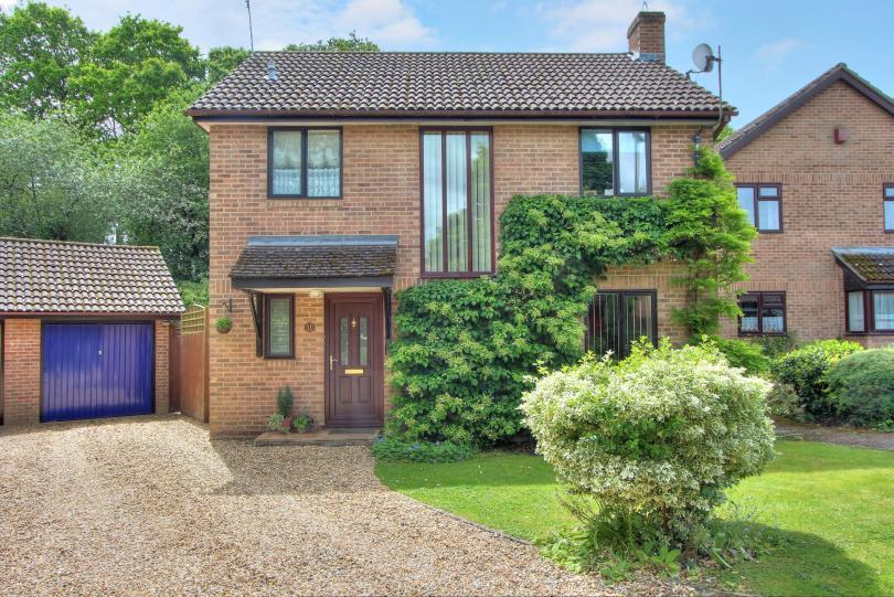 3 Bedrooms Detached House for sale in Tenby Drive, Valley Park, Chandlers Ford