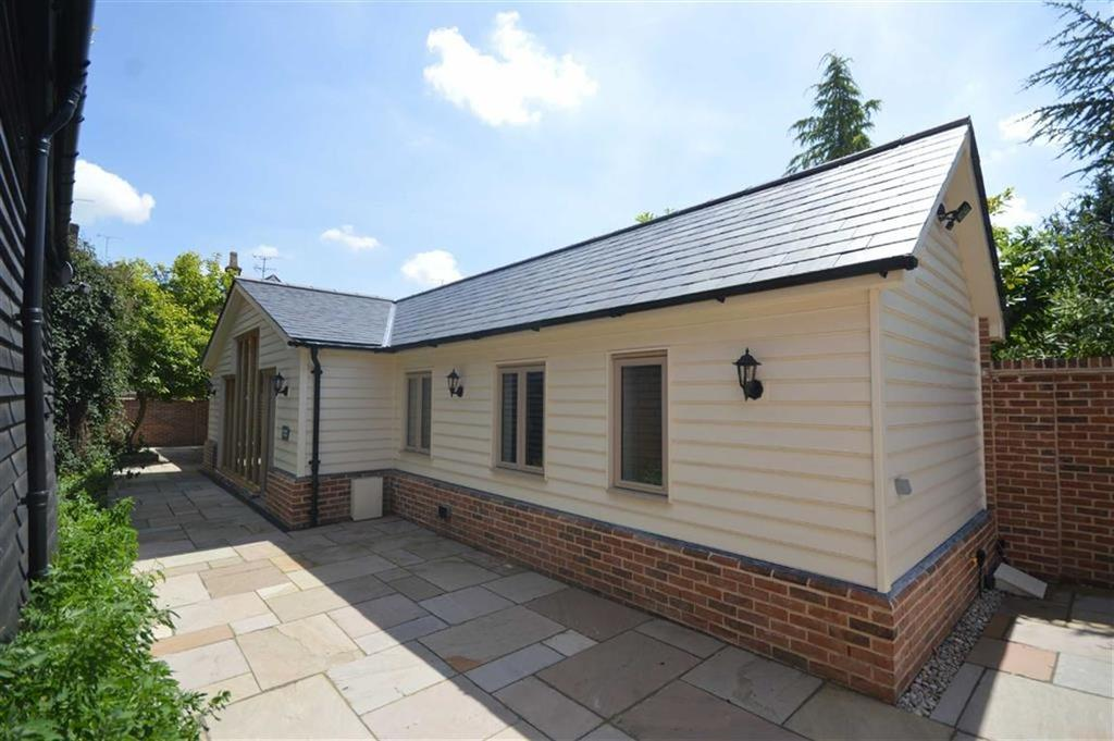 2 Bedrooms Detached Bungalow for sale in Trove House, Buntingford, Hertfordshire, SG9