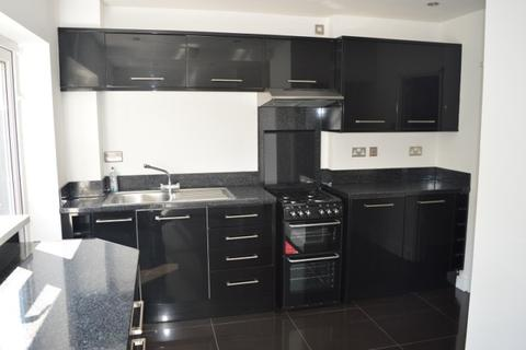 4 bedroom townhouse to rent - 21 Green Close Mayals Swansea