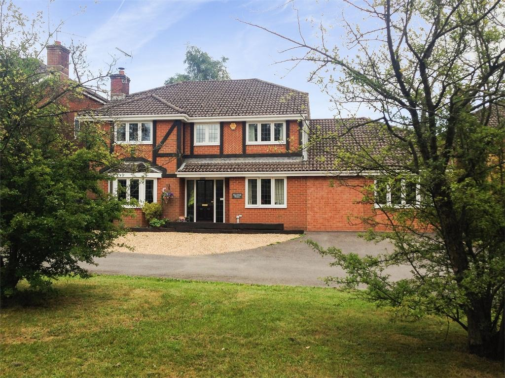 6 Bedrooms Detached House for sale in River Close, FOUR MARKS, Hampshire