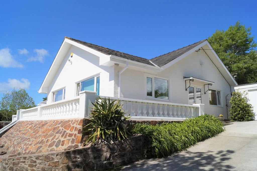 3 Bedrooms Detached Bungalow for sale in Penrhos, Pwllheli