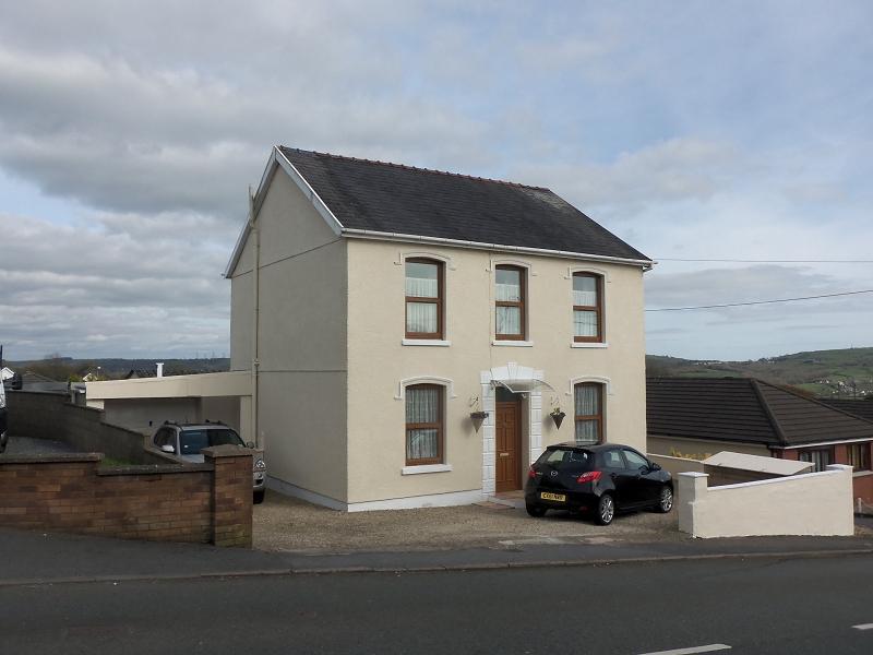 3 Bedrooms Detached House for sale in Heol Y Meinciau , Pontyates, Llanelli, Carmarthenshire.