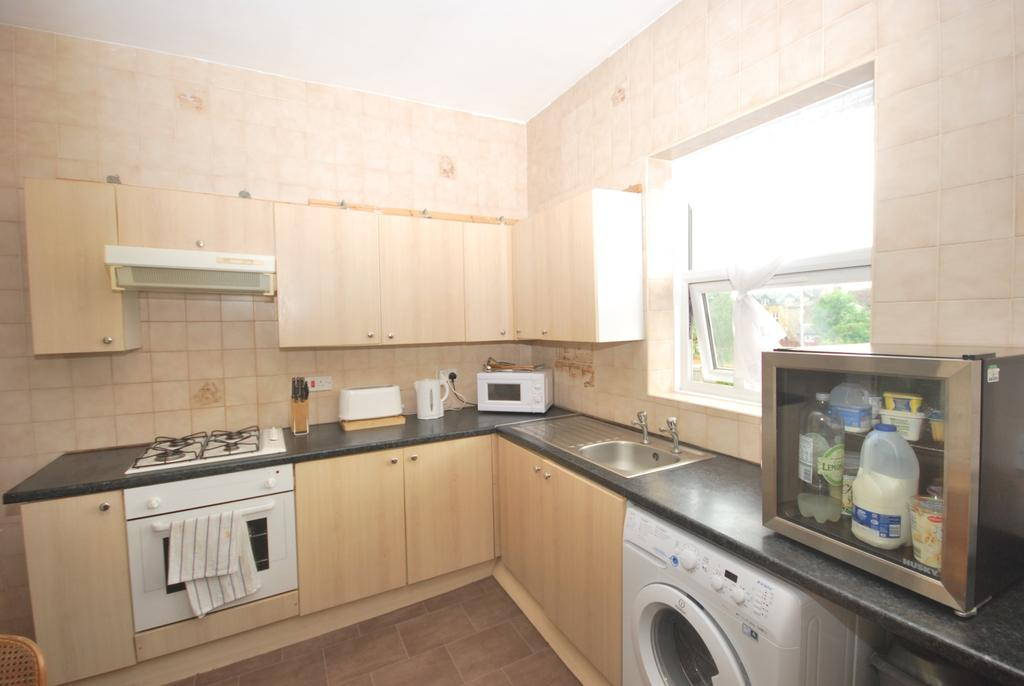 2 Bedrooms Flat for sale in Beulah Crescent Thornton Heath CR7