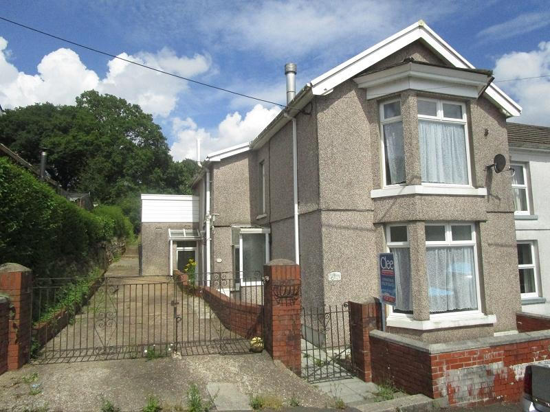 3 Bedrooms Semi Detached House for sale in 79 Alltygrug Road, Ystalyfera, Swansea.