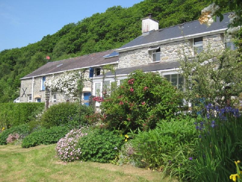 3 Bedrooms Land Commercial for sale in Tanrallt Isaf , Blaencaron, Tregaron, Ceredigion. SY25 6HL