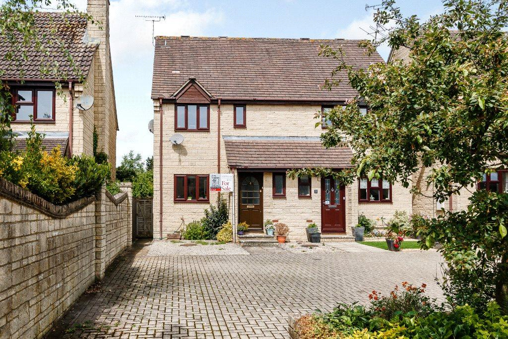 3 Bedrooms Semi Detached House for sale in Michaels Mead, Cirencester, Gloucestershire, GL7