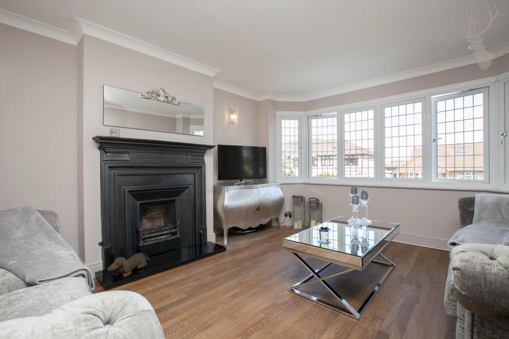 5 Bedrooms House for sale in Purlieu Way, Theydon Bois, CM16