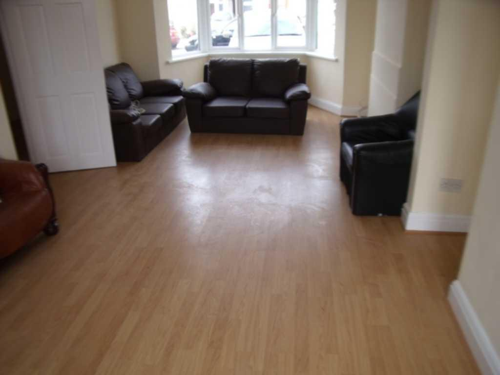 Bed Room For Rent Near Queensbury Station