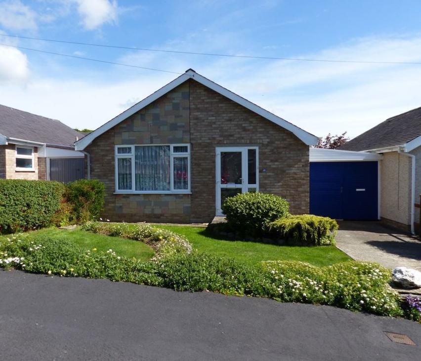 2 Bedrooms Bungalow for sale in 48 Llwyn Ynn, Talybont, LL43