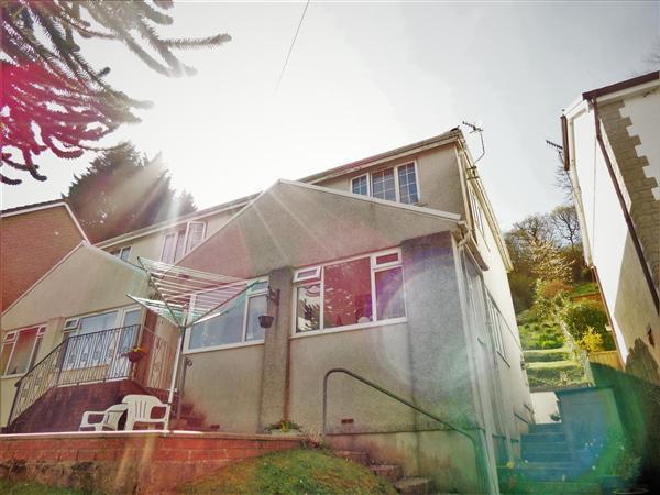 3 Bedrooms Semi Detached House for sale in Glen Road, West Cross, Swansea