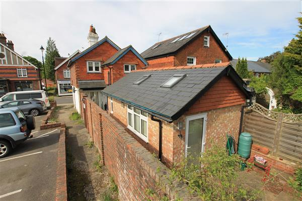 2 Bedrooms Detached House for sale in Stewart House, Crossways Road, Grayshott