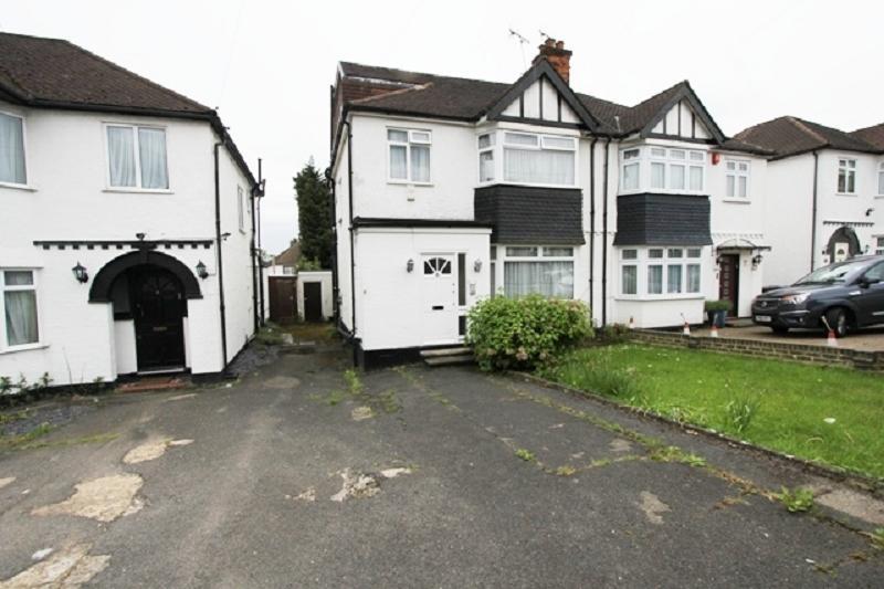 4 Bedrooms Semi Detached House for sale in Windsor Avenue, Edgware, Greater London. HA8 8SR