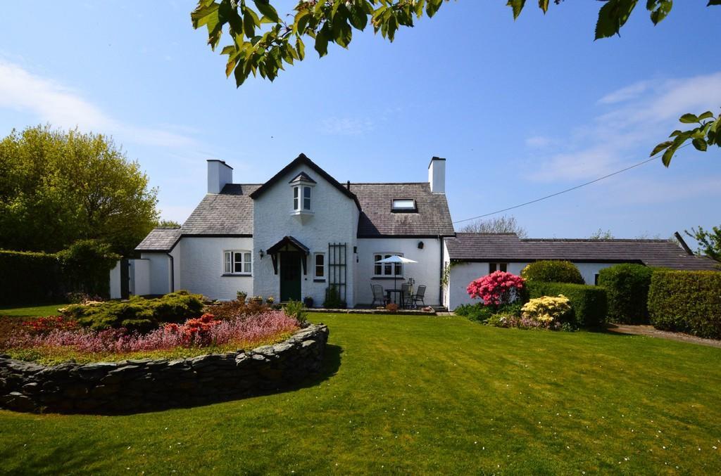 5 Bedrooms Detached House for sale in Llanfaethlu, Holyhead, North Wales