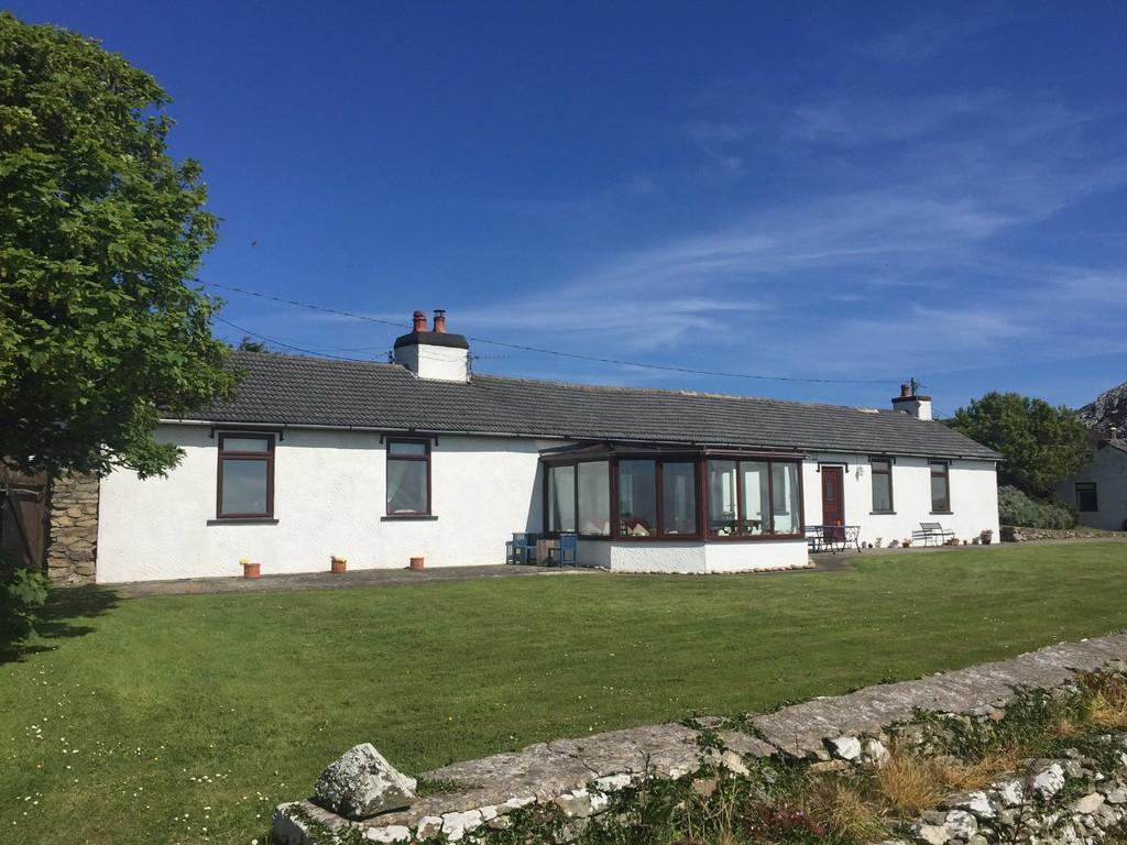 3 Bedrooms Detached Bungalow for sale in South Stack, Trearddur, North Wales