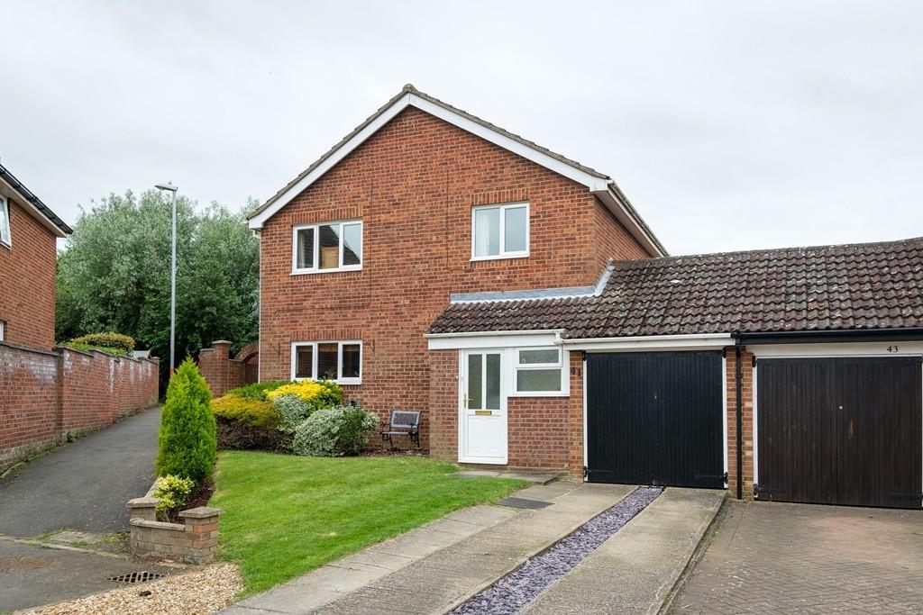 4 Bedrooms Detached House for sale in Windsor Close, Towcester