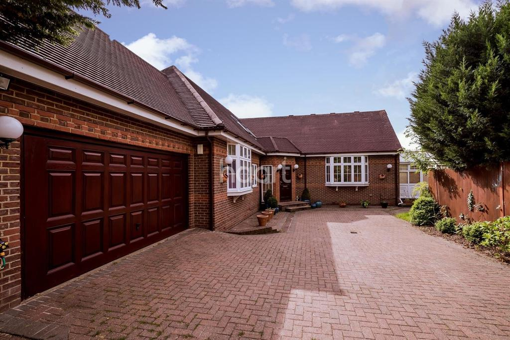 5 Bedrooms Detached House for sale in Old Hatch Manor, HA4