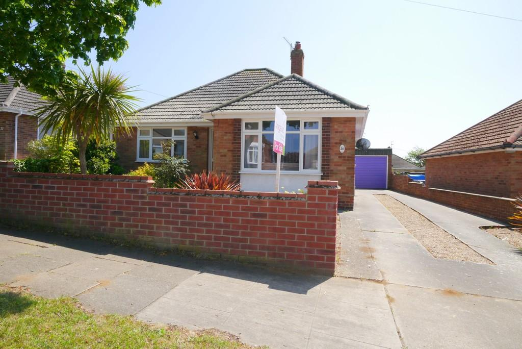 3 Bedrooms Detached Bungalow for sale in Clovelly Rise, Oulton, Lowestoft
