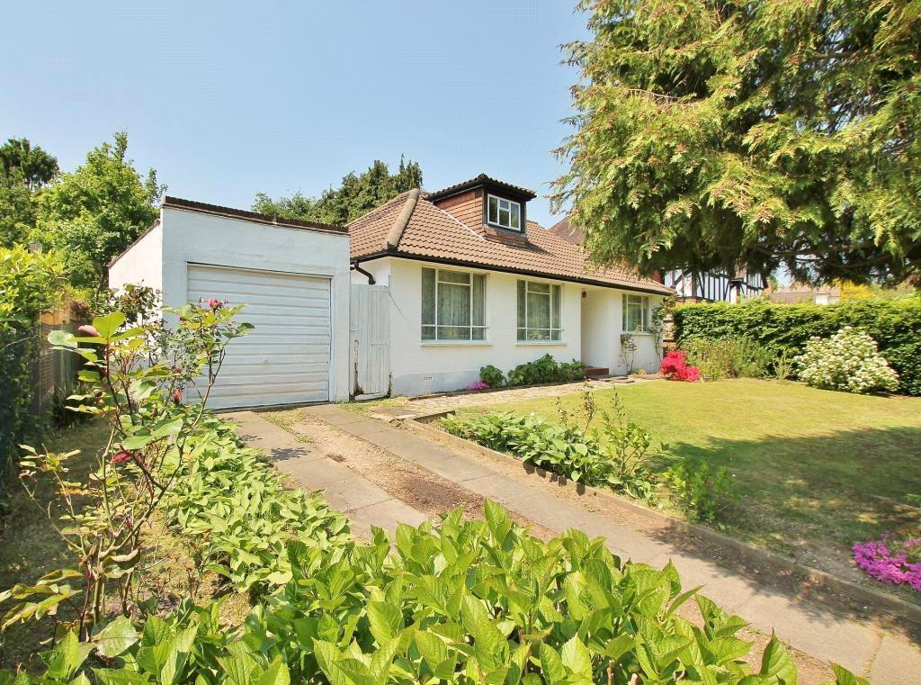 4 Bedrooms Detached Bungalow for sale in Trotsworth Avenue, Virginia Water, Surrey, GU25