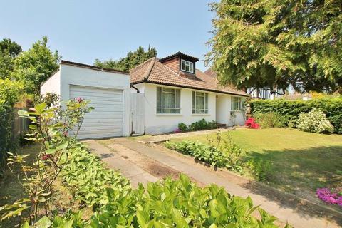 4 bedroom detached bungalow for sale - Trotsworth Avenue, Virginia Water, Surrey, GU25