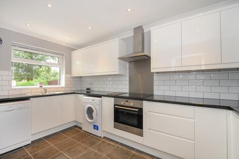 4 bedroom house to rent - Hillview London SW20