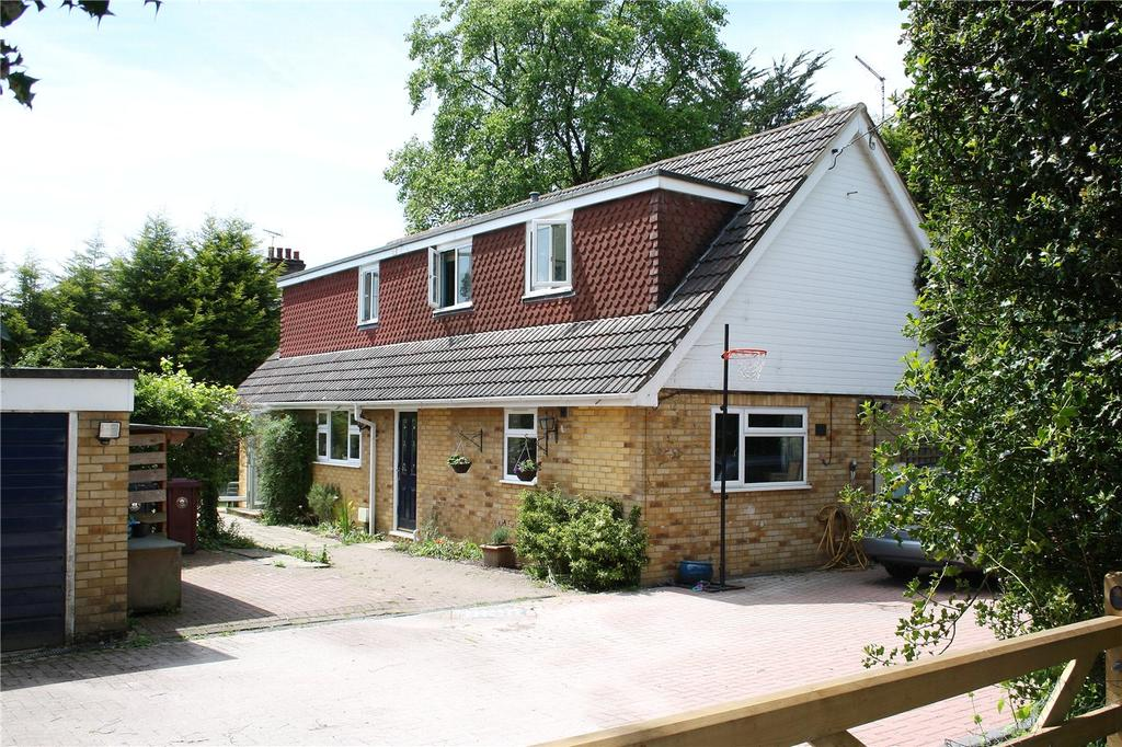 4 Bedrooms Detached House for sale in Coombe Road, Hill Brow, Liss, Hampshire, GU33