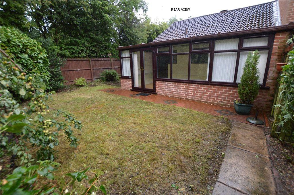 2 Bedrooms Semi Detached Bungalow for sale in Chantry Garth, Leeds, West Yorkshire