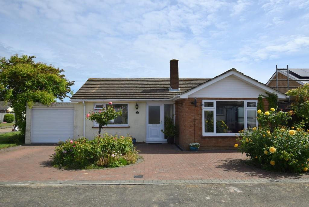 2 Bedrooms Detached Bungalow for sale in Fairacres Close, Beltinge, Herne Bay