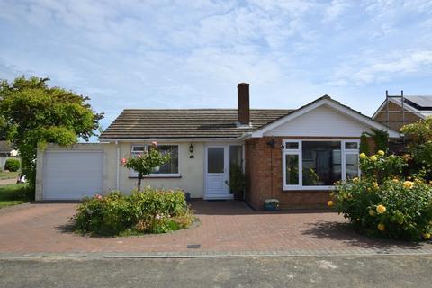2 bedroom detached bungalow for sale - Fairacres Close, Beltinge, Herne Bay