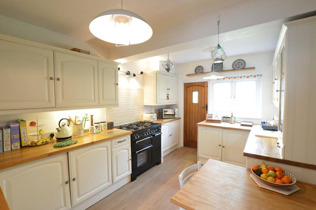 3 Bedrooms Terraced House for sale in Martin Bowes Road, Eltham SE9