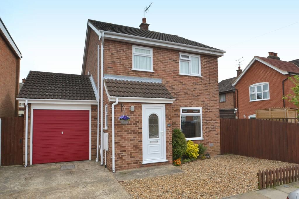 3 Bedrooms Detached House for sale in Lonsdale Close, Ipswich, Suffolk