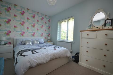 3 bedroom terraced house for sale - New Farm Road, Stanway, West Colchester