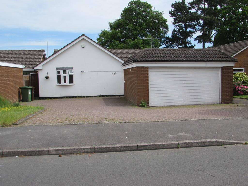 4 Bedrooms Detached Bungalow for sale in Mereside Way, Solihull