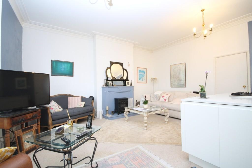 2 Bedrooms Apartment Flat for sale in Church Road, Hove, BN3 2AB