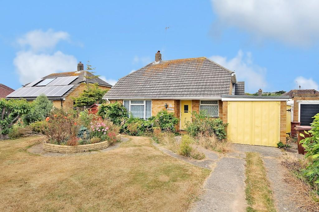 2 Bedrooms Detached Bungalow for sale in Orchard Close, Ferring BN12 6QP