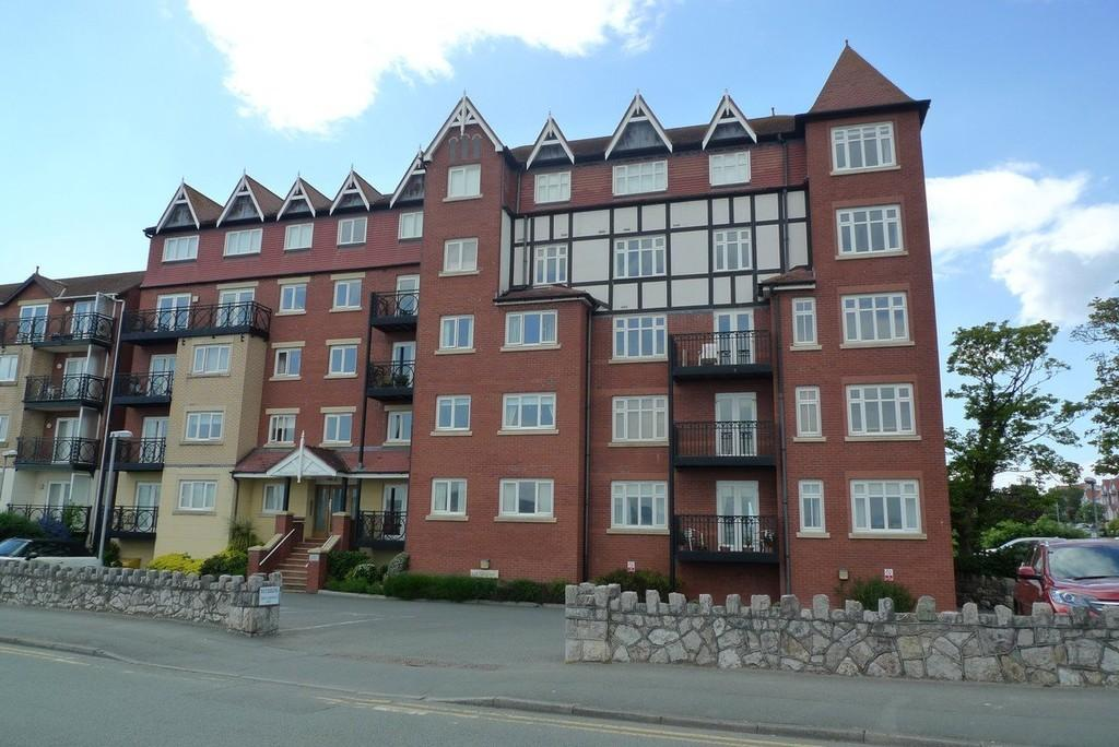 2 Bedrooms Flat for sale in Rhos Promenade, Rhos On Sea