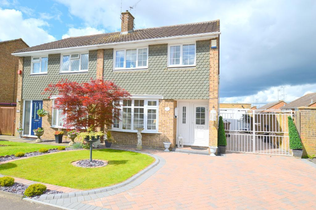3 Bedrooms Semi Detached House for sale in Turnpike Drive, Luton, LU3 3RE