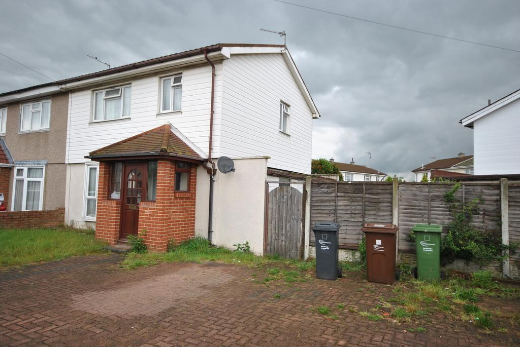 3 Bedrooms Semi Detached House for sale in Rookery Crescent, Dagenham