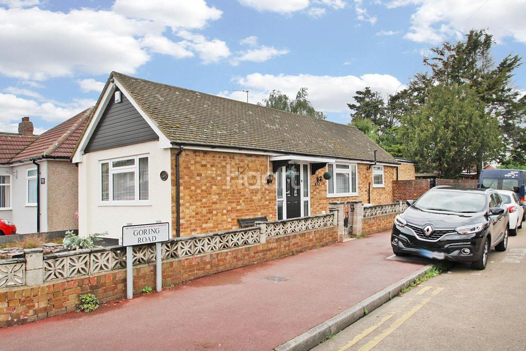 2 Bedrooms Bungalow for sale in Manor Road