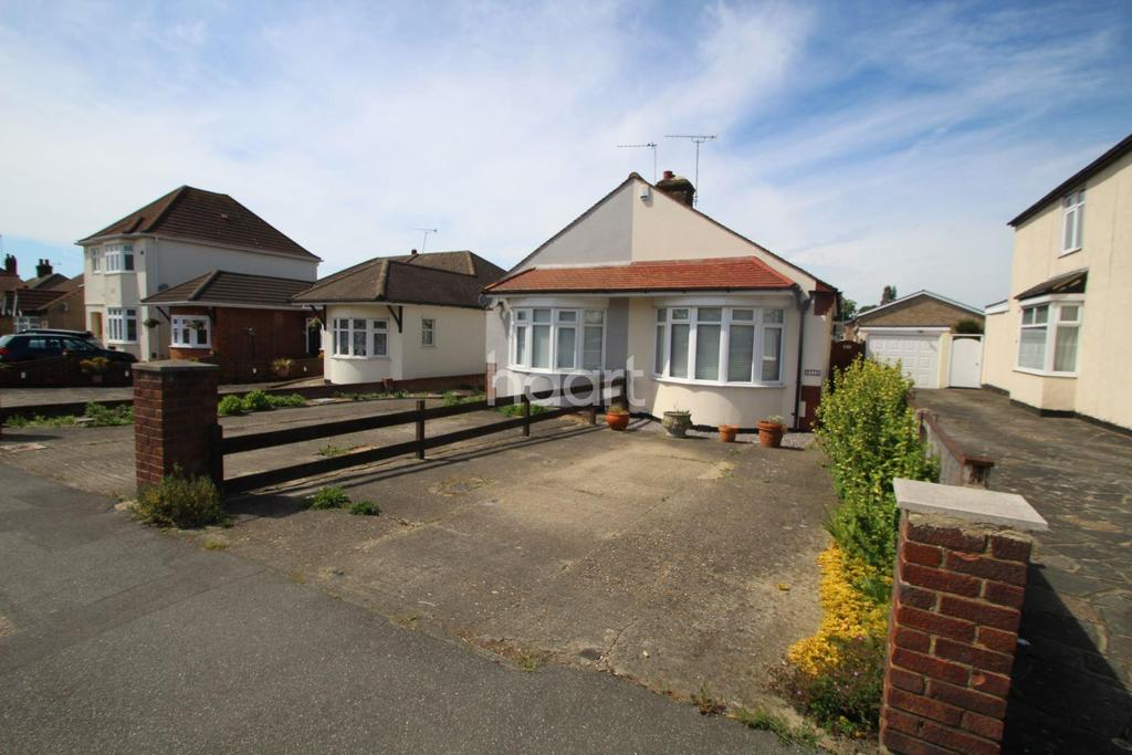 1 Bedroom Bungalow for sale in Chase Cross Road, Collier Row, Romford