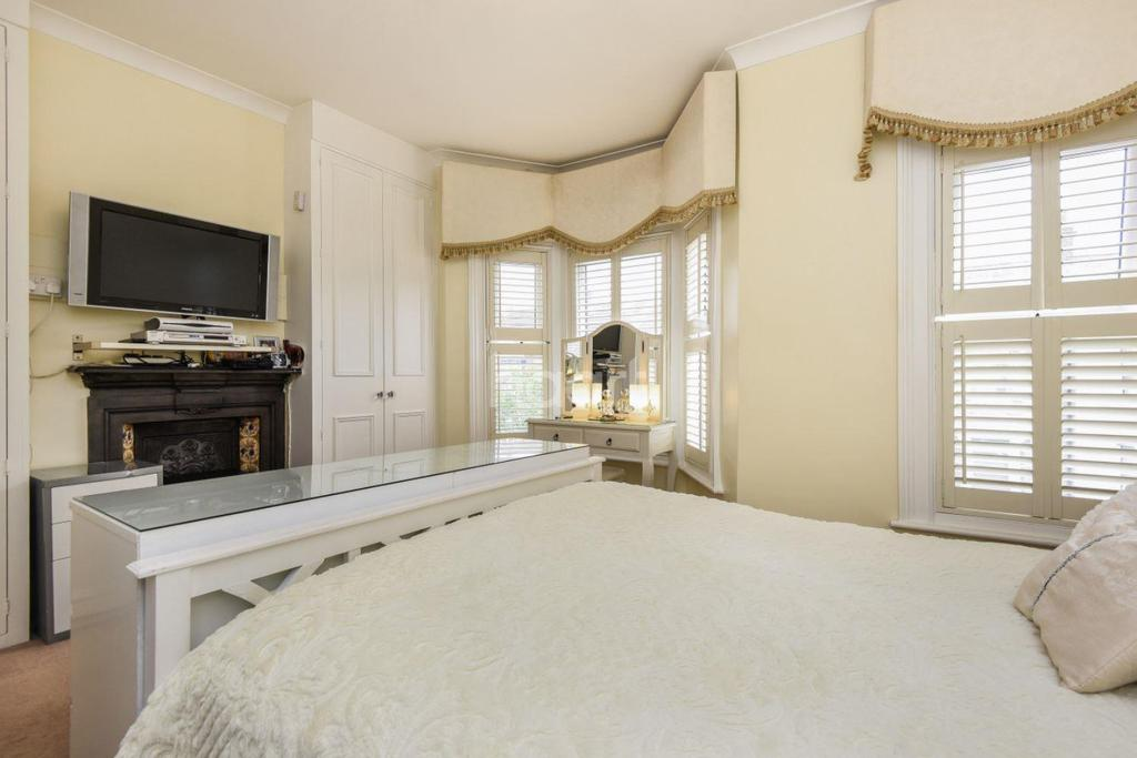 4 Bedrooms Terraced House for sale in Lucerne Road, Thornton Heath, CR7