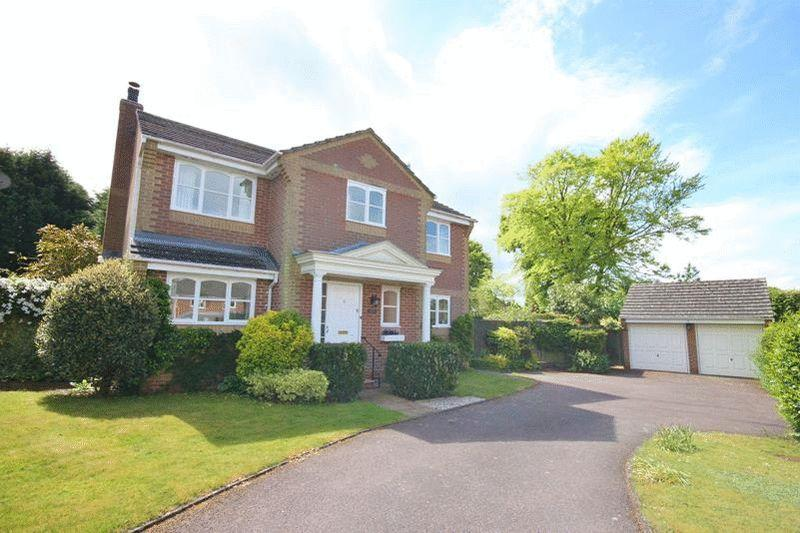 4 Bedrooms Detached House for sale in Hillbury Gardens, Warlingham